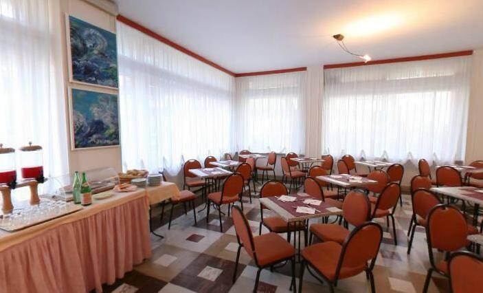 Restaurante para o café da manhã, de onde fomos expulsos no Hotel Riviera, em Celle Ligure.