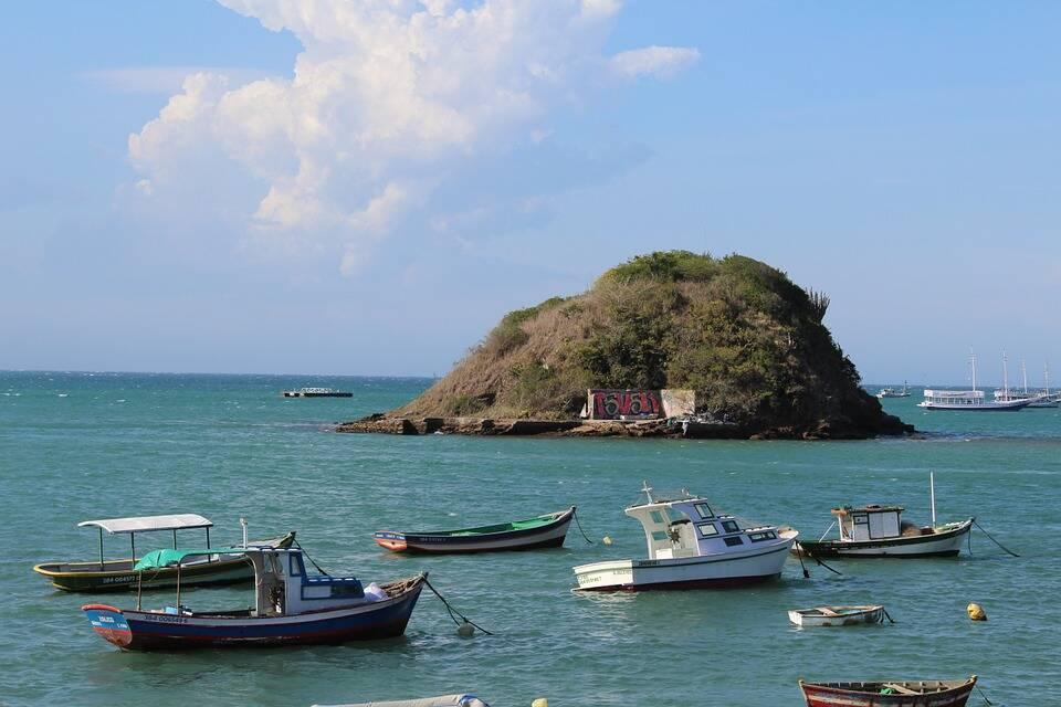 As maravilhosas praias de Búzios, Rio de Janeiro são ótimas para viajar em julho com a família