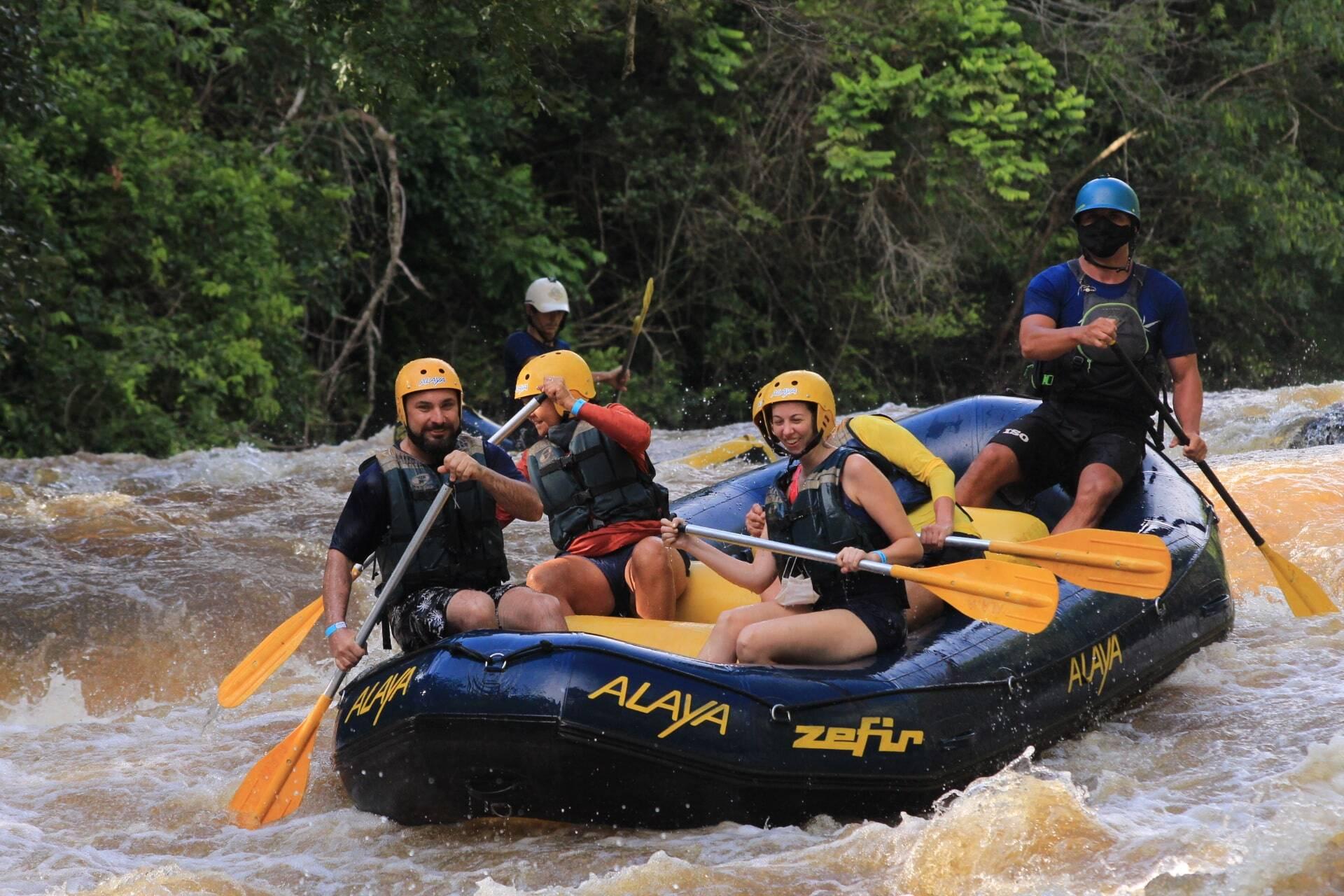 Sugestão para fazer ao viajar nas férias de julho: Rafting em Brotas (São Paulo).