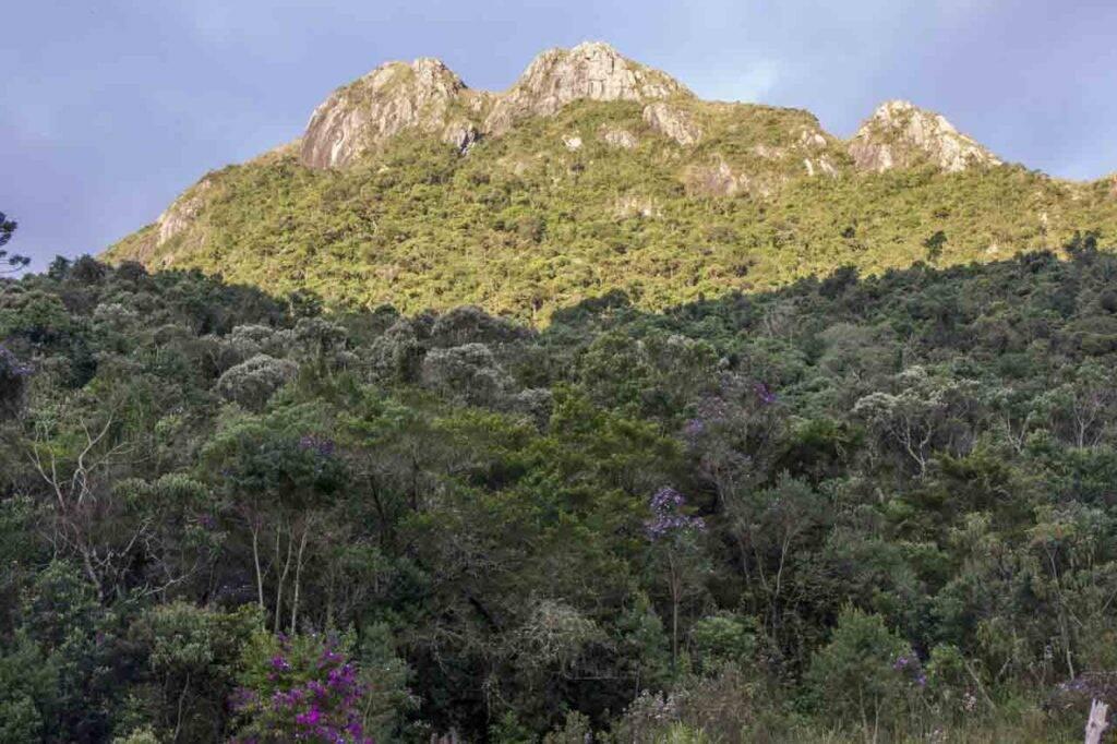 Montanhas de Serra Negra, interior de São Paulo.