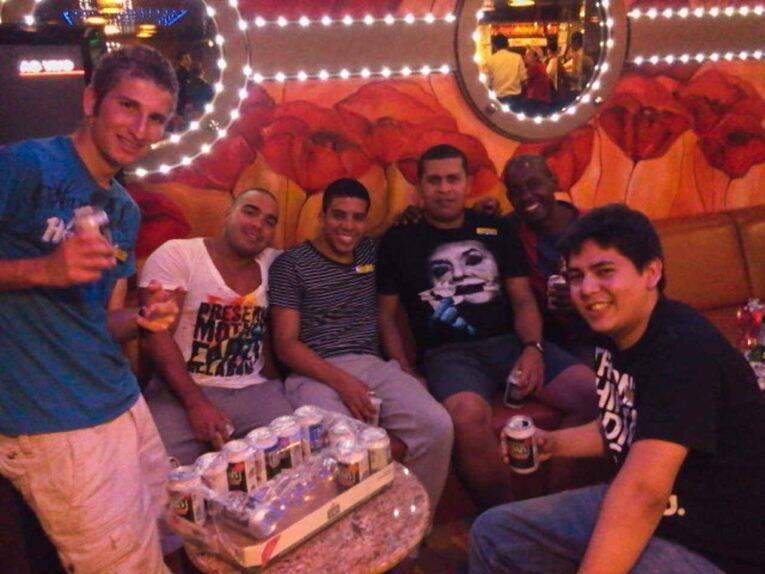 Mafiosos no Crew Bar da Costa
