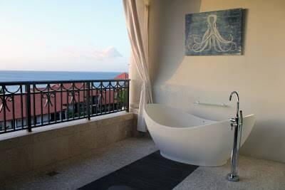 Quarto de hotel com banheira