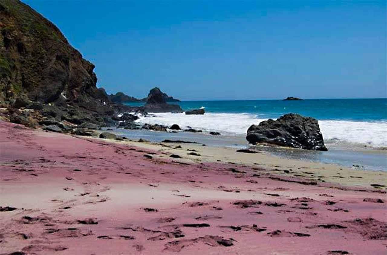 Pfieffer beach em Los Angeles nos EUA.