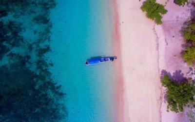 Praias de areia colorida para conhecer no mundo