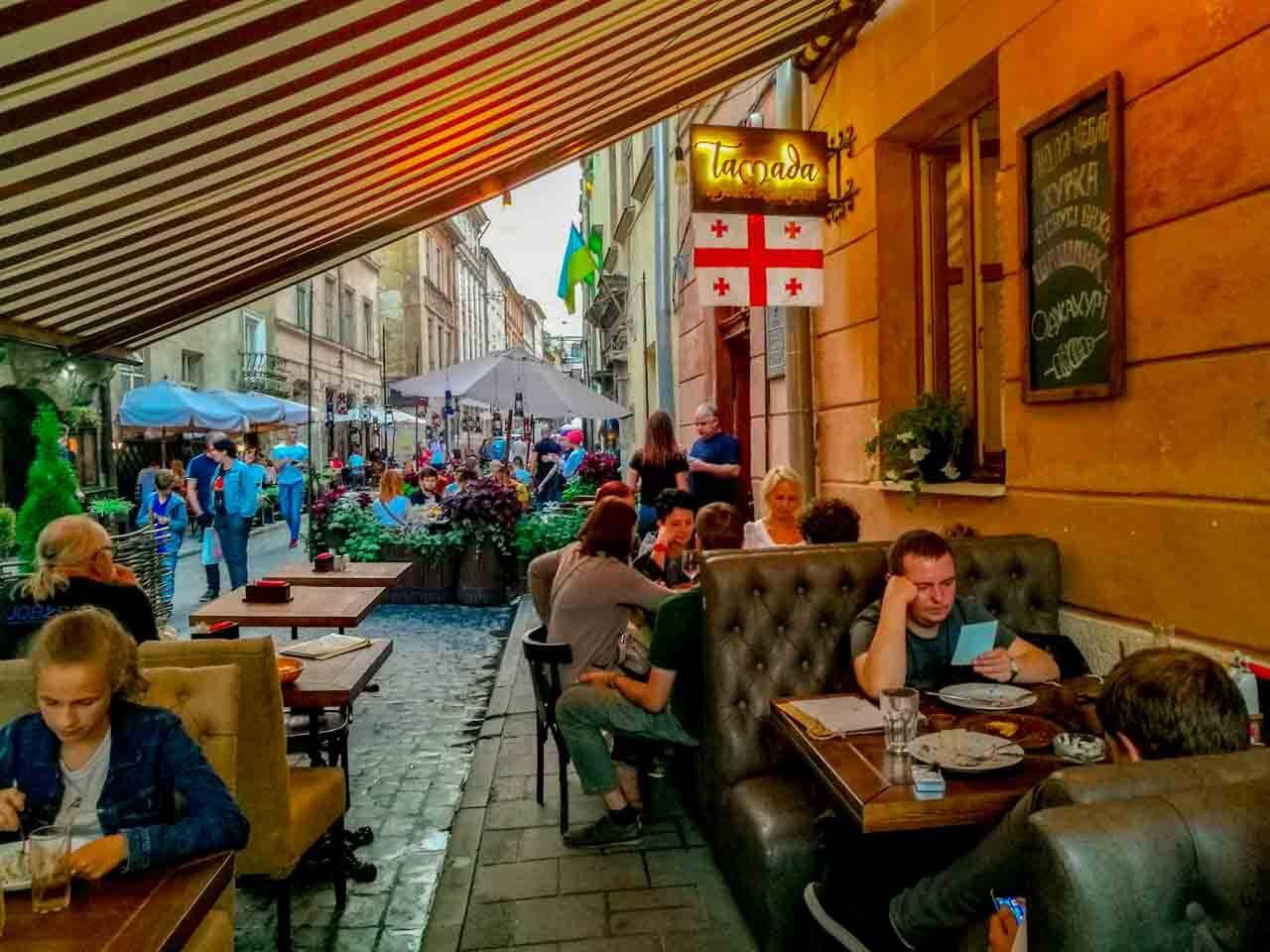 Restaurante de comida da Geórgia em Lviv com preço bem acessível (uma das gastronomias que mais apreciamos no mundo!).