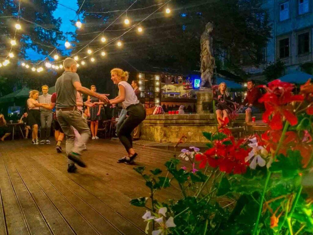 As noites dançantes e felizes de Lviv, na Ucrânia.