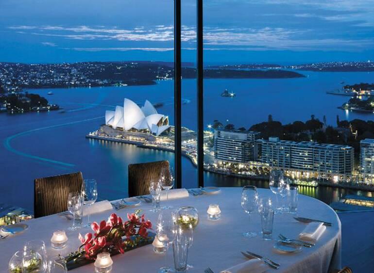 Altitude (Shangri-la, Sidney, Australia). Restaurantes com as vistas mais espetaculares do mundo.