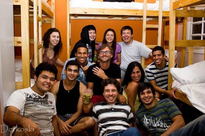 No quarto do Santos Hostel quando quase quebraram a cama. | Foto: Fernando Derkoski