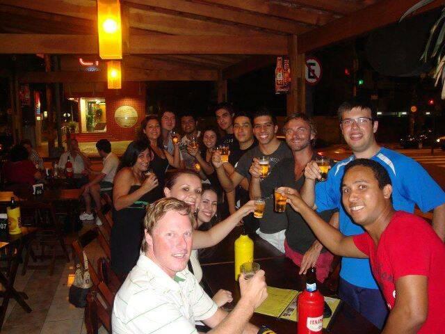 Galera que estava no Santos Hostel, curtindo a noite de Santos no Viracopos Pub.