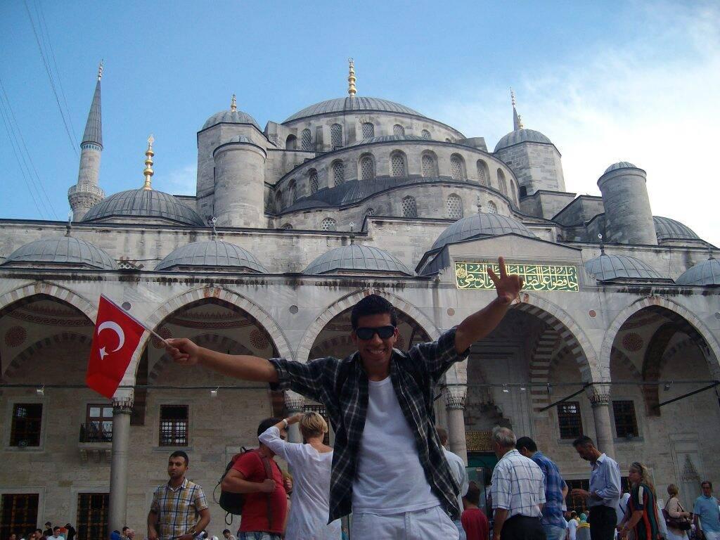 Dentro do complexo da Mesquita Azul, em Istambul. histórias da vida a bordo