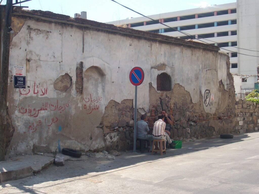 Rua e cotidiano de Izmir, na Turquia com navio costa mediterranea
