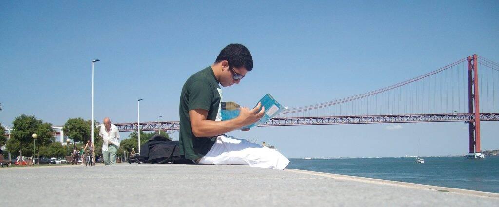 Lisboa e a ponte 25 de Abril ao fundo - trabalho em navio de cruzeiros