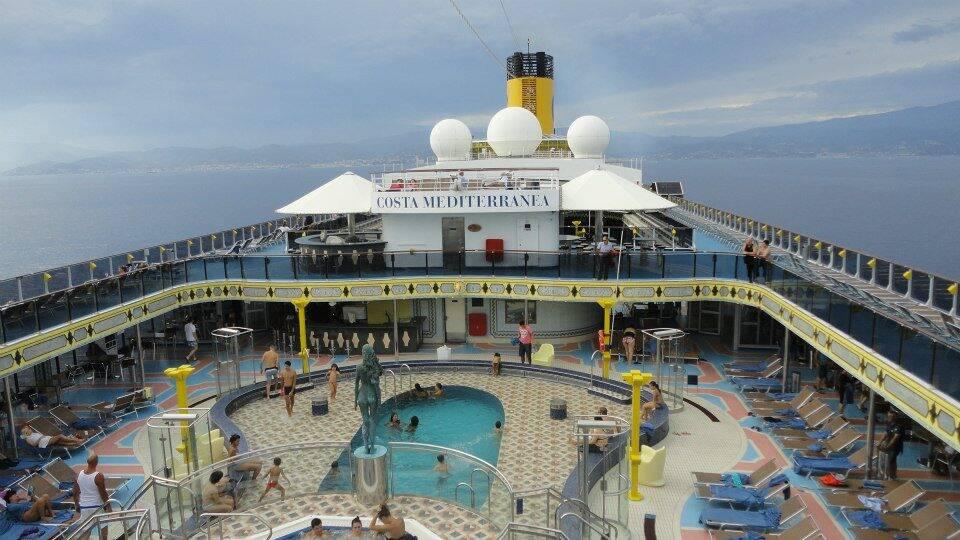 Uma das piscinas do Costa Mediterranea em alto mar. - dia do embarque