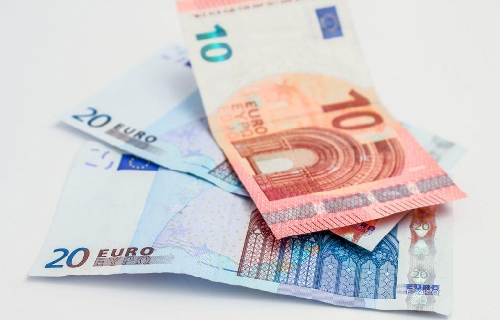 Notas de euro - trabalhar em navio de cruzeiros