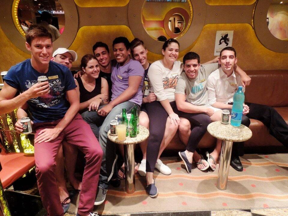 Crew Bar do Costa Mediterranea. (Inglaterra, Brasil, Escócia e Peru). Trabalhar em navio de cruzeiros