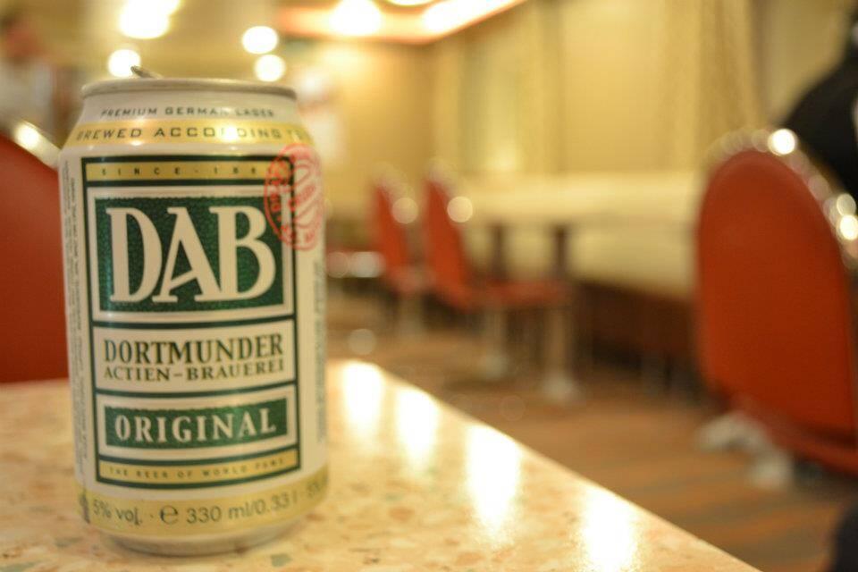 A famosa cerveja DAB alemã e barata, no Crew Bar. - histórias da vida a bordo