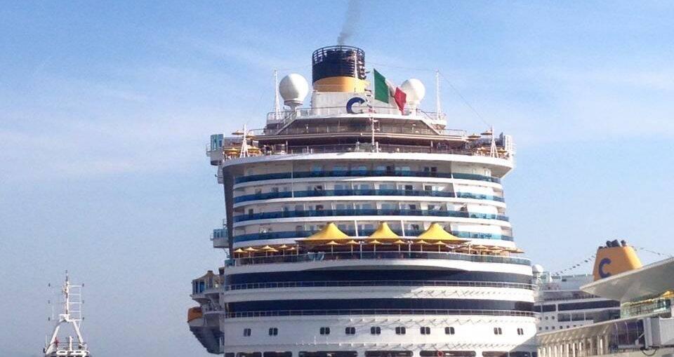 Navio de Cruzeiros em Savona, porto principal da Costa Cruzeiros | Foto: Green Turtle