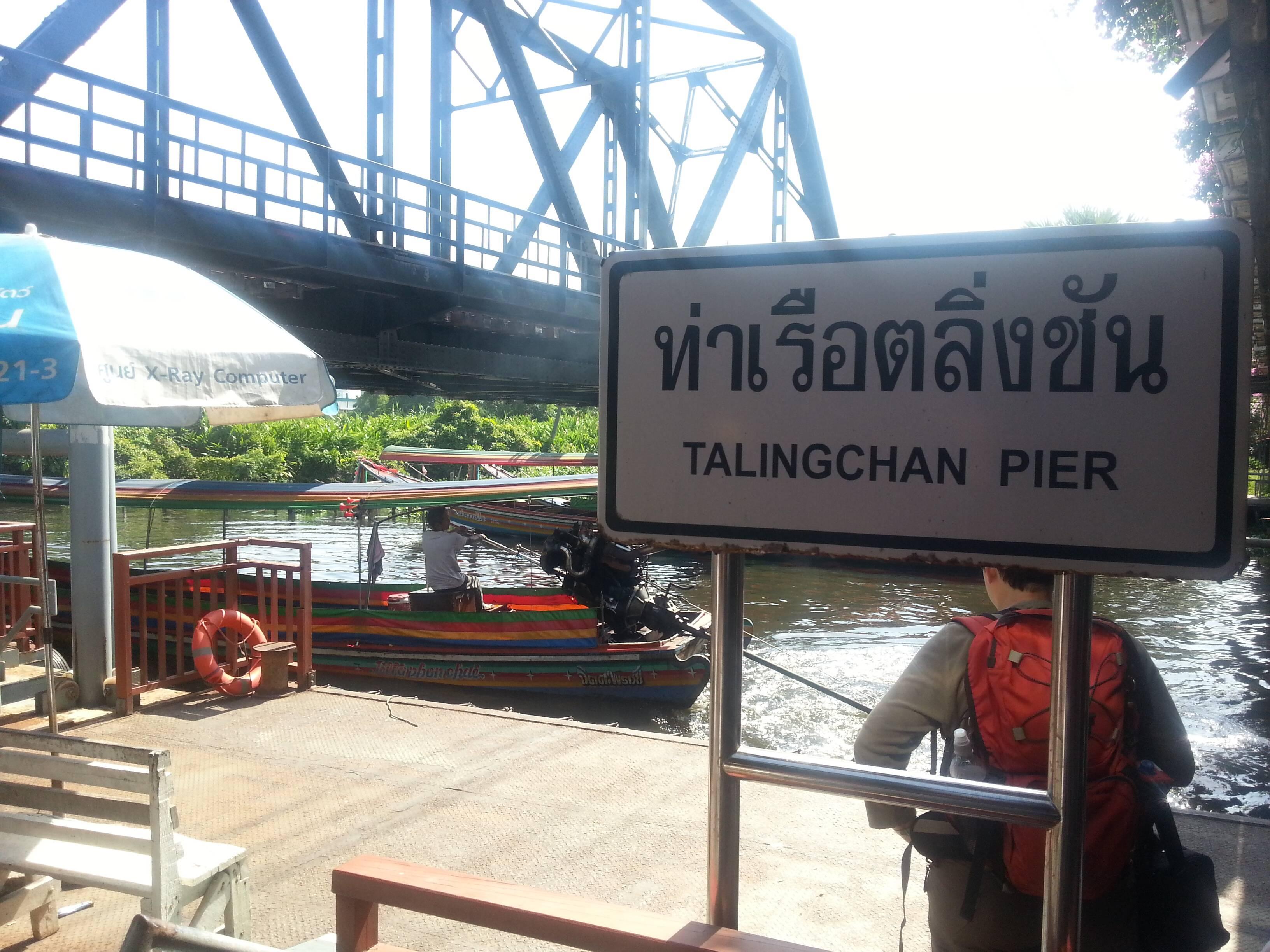 Píer de onde saem os longtail boats para os outros mercados e vilarejos