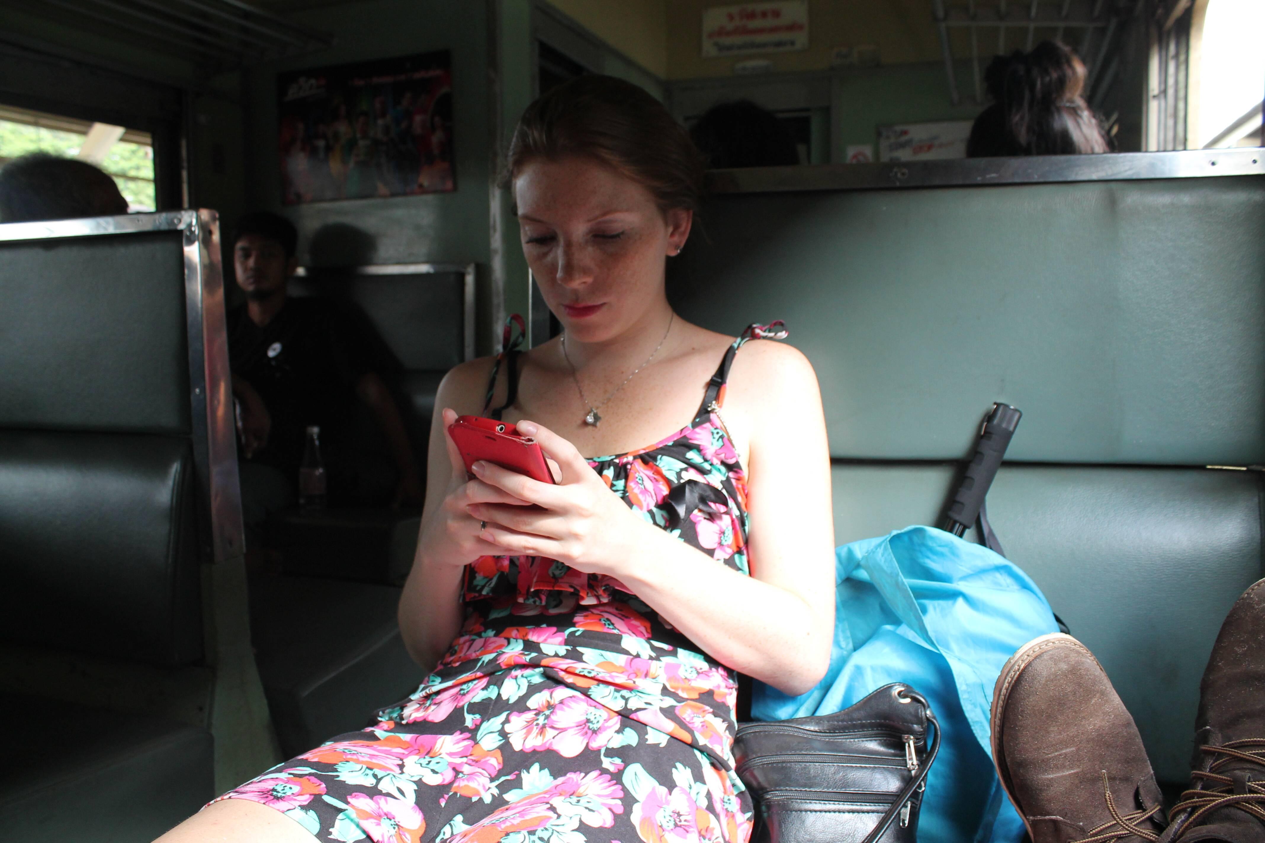 Escrevendo este post no trem na Tailândia #liveexperience