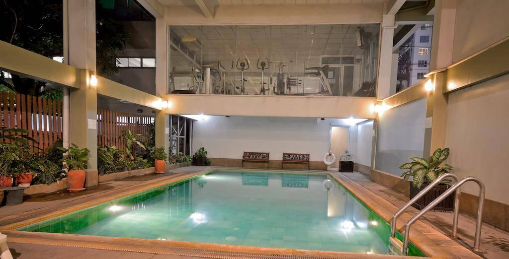 Boss Residence - piscina em Bangkok