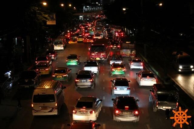 Trânsito de Bangkok, hora do rush.