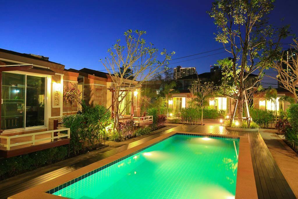 Resort M Bangkok - piscina em bangkok