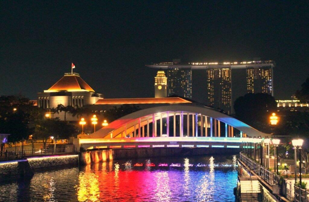 Noite em Clarke Quay. Onde ficar em Singapura
