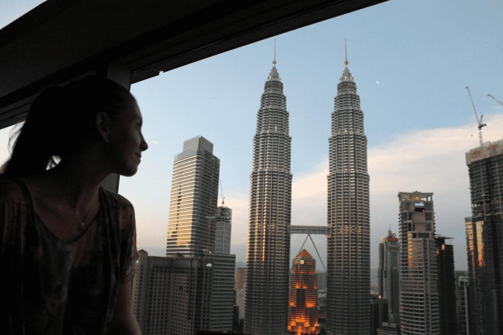 Vista das Petronas Twin Towers no SkyBar - Kuala Lumpur, Malásia