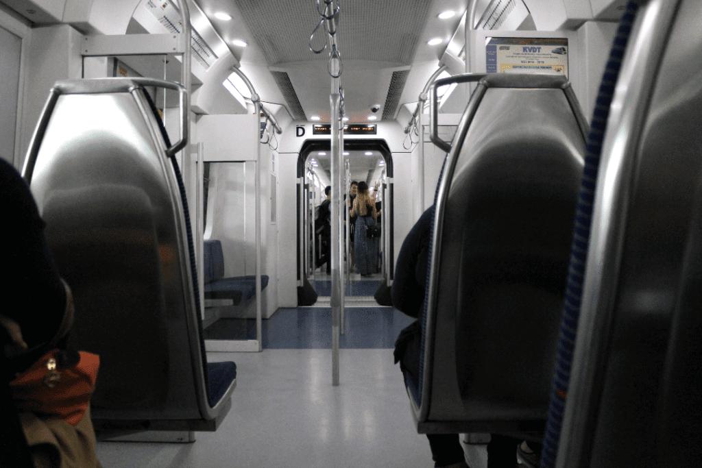 Batu Caves - Vagão de trem do KTM em Kuala Lumpur