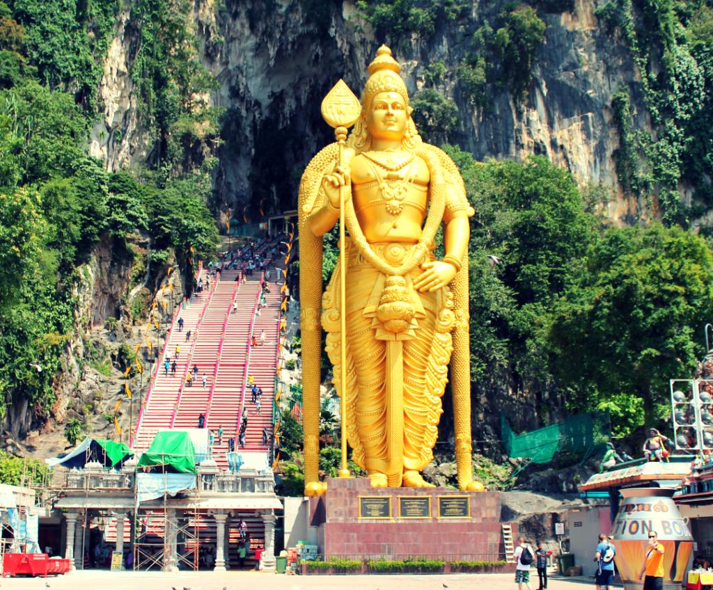 Lord Murugan em Batu Caves - onde ficar em Kuala Lumpur
