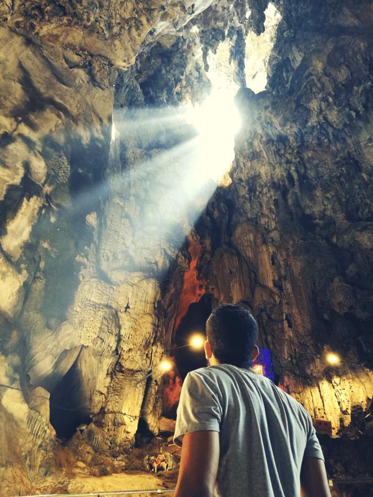 Batu Caves - Murugan cave - luz do sol na caverna