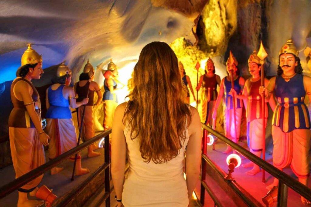 Batu Caves - Ramayana cave - Vic