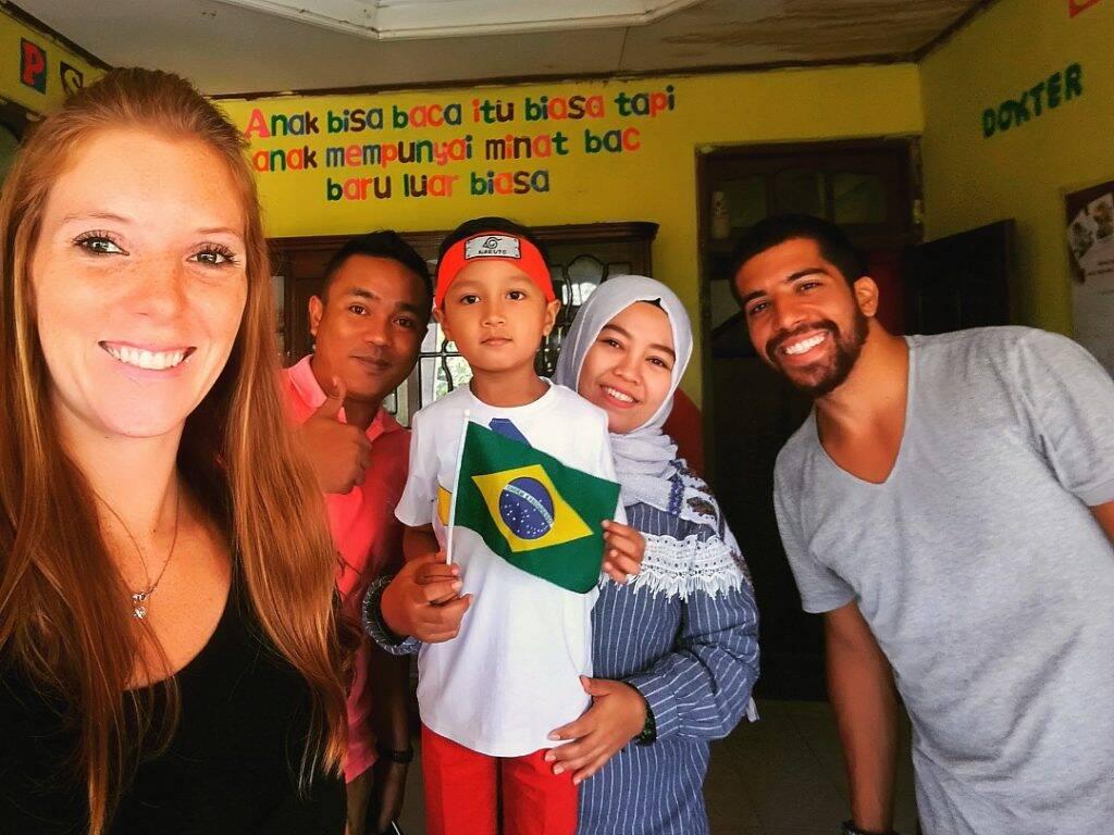 Na casa do Nanda com sua família em Bukittingi - dez imagens