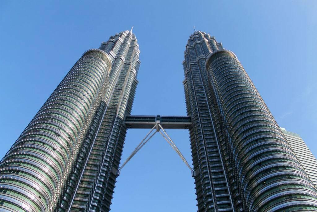 As Petronas Twin Towers, maiores torres gêmeas do mundo - onde ficar em Kuala Lumpur