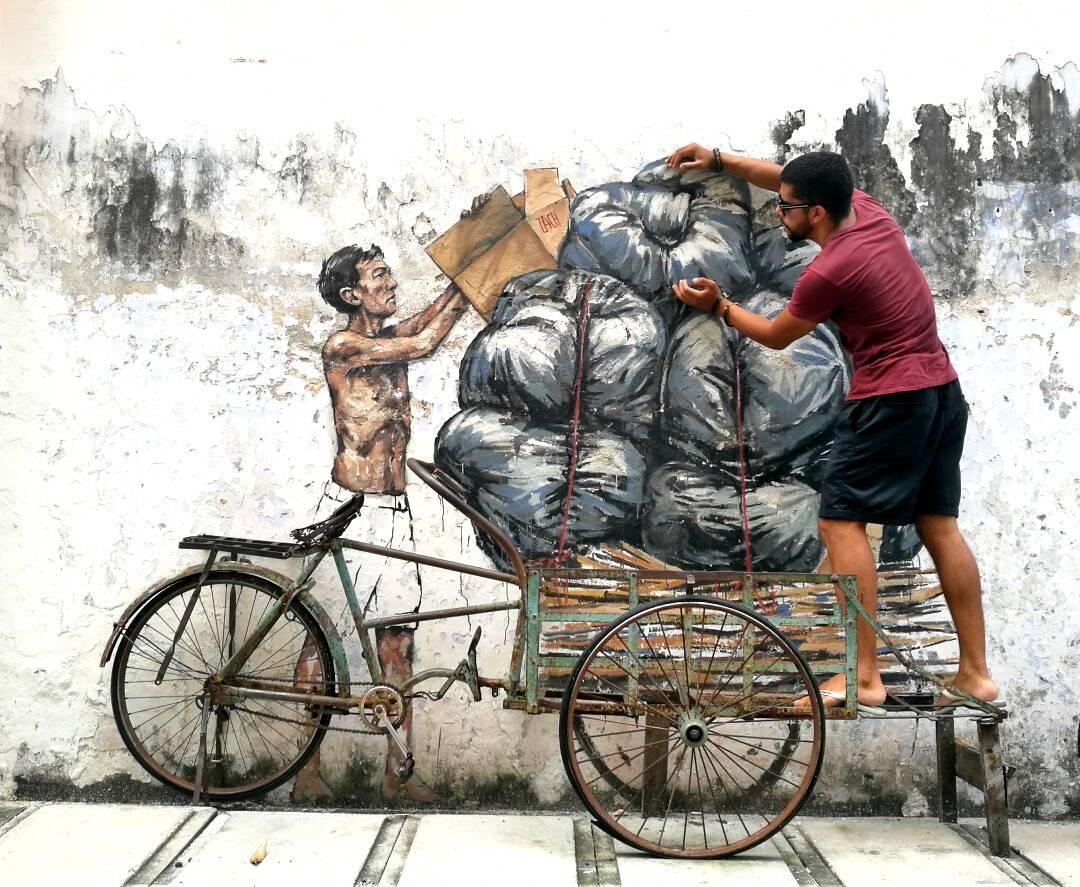 Brincando com a arte de rua de Ipoh, na Malásia   Foto: Victória/@naproadavida