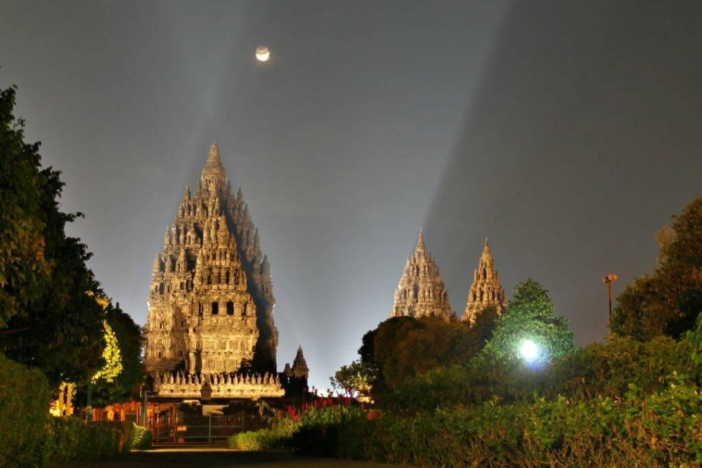 Prambanan temple hindu em Yogyakarta na Indonesia - Kawah Putih - Indonesia - Viagem pela Ásia