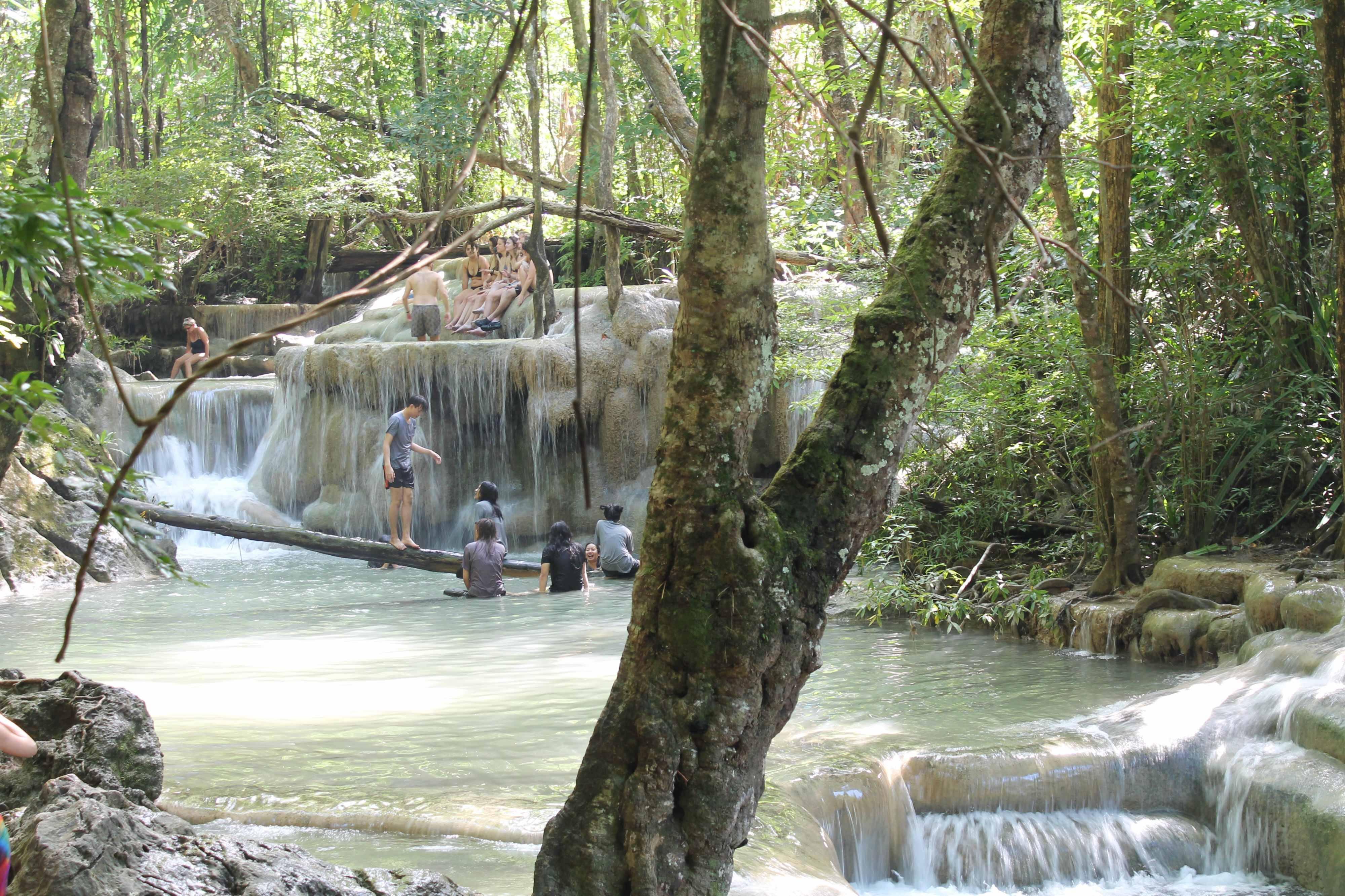 As maravilhosas quedas da Cachoeira Erawan - o que fazer em Bangkok