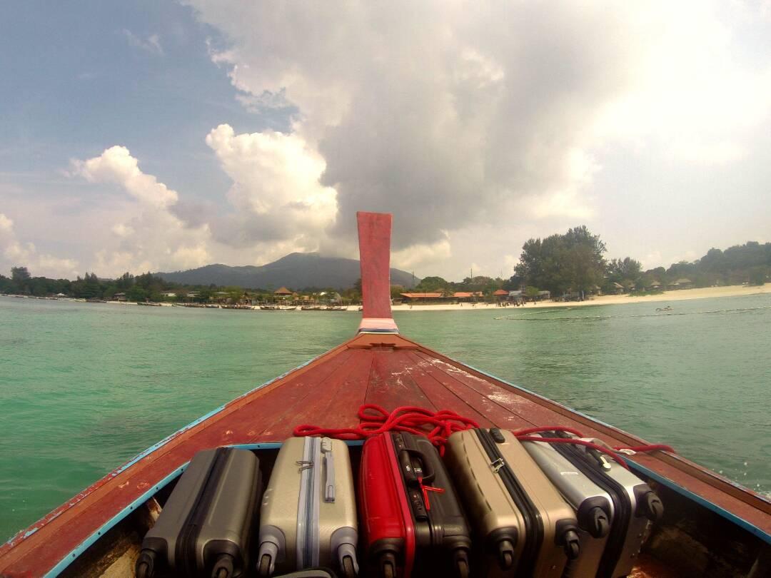 Longtail que faz o trajeto entre a ferry a praia de Koh Lipe