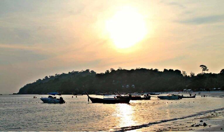 Pôr do sol em Pattaya Beach, Koh Lipe.