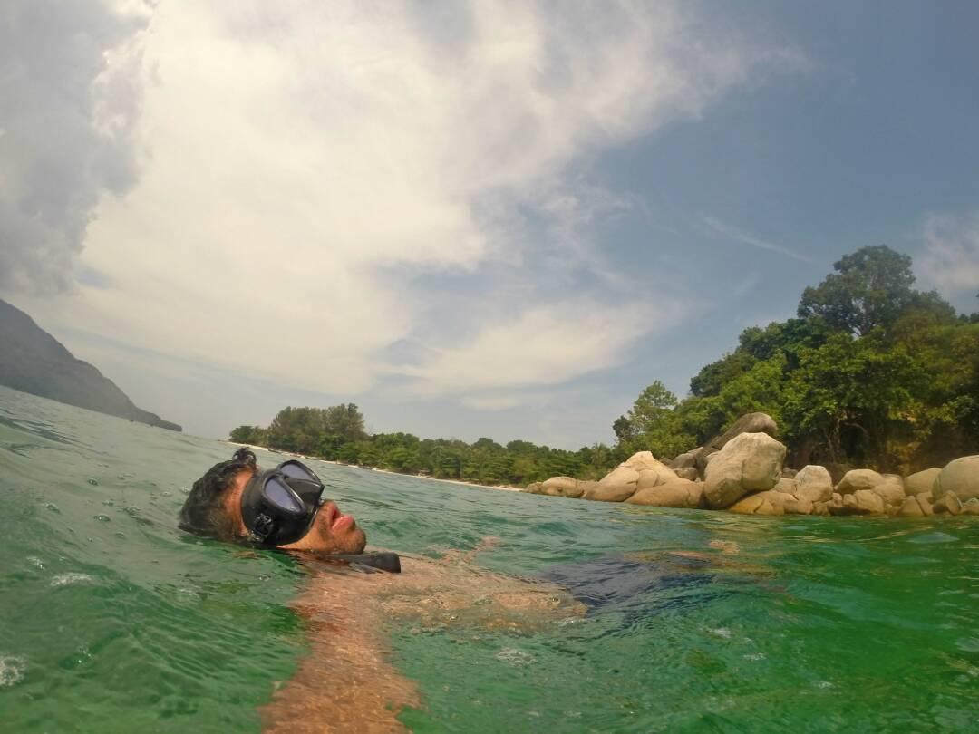 Snorkeling e relaxando nas praias de Koh Lipe.