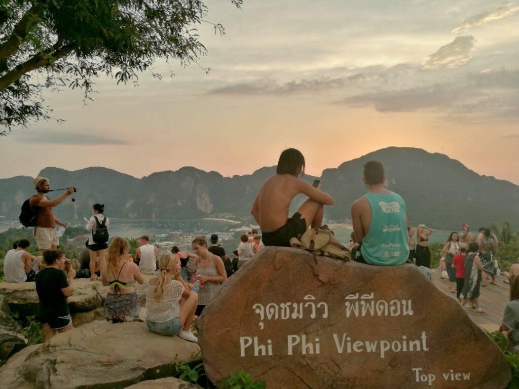 Paisagem maravilhosa do viewpoint em Phi Phi
