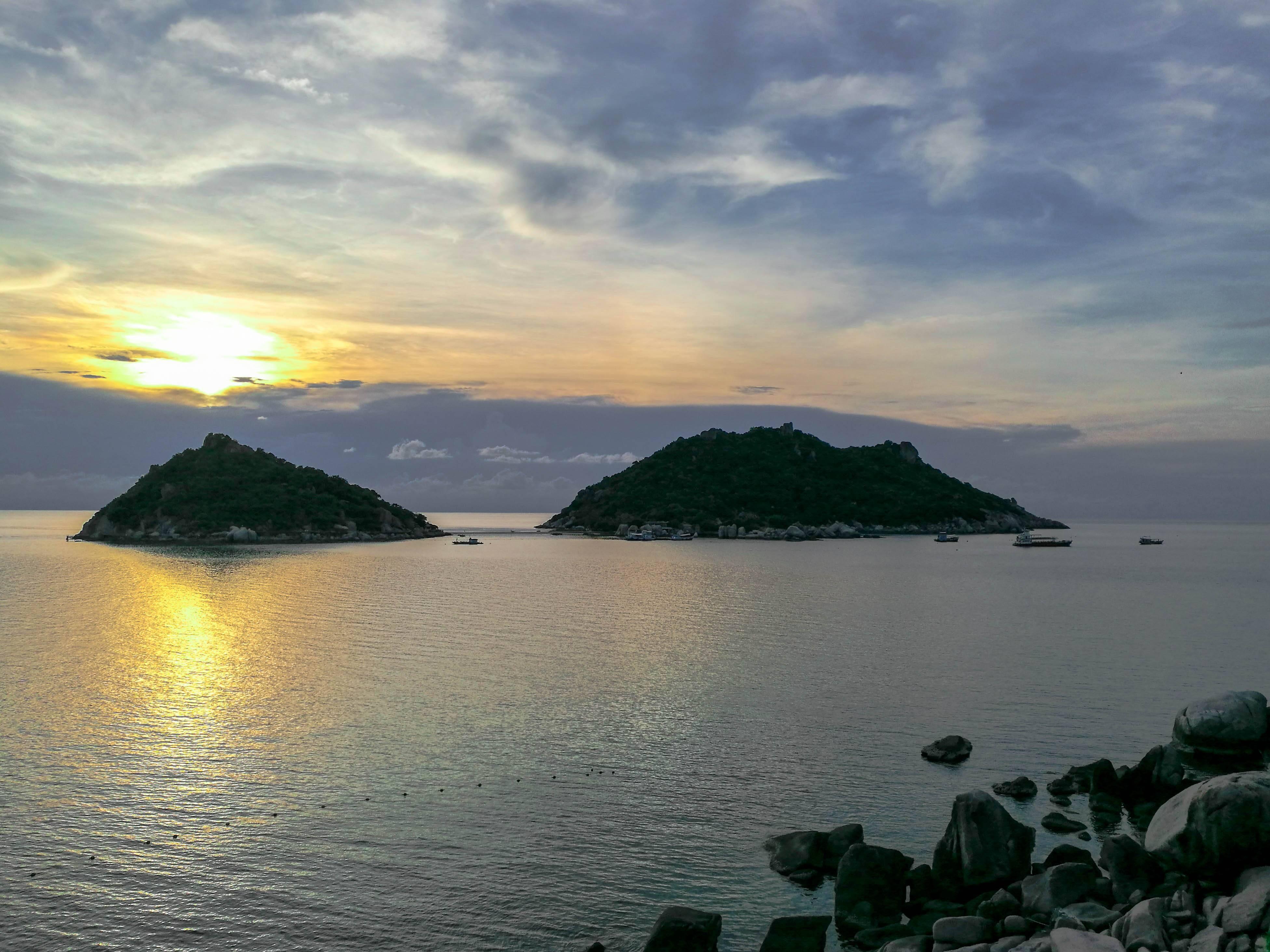 Koh Tao - Mirante do Dusit Buncha Resort. Ao fundo estão as Koh Nang Yuan - Dusit Buncha viewpoint