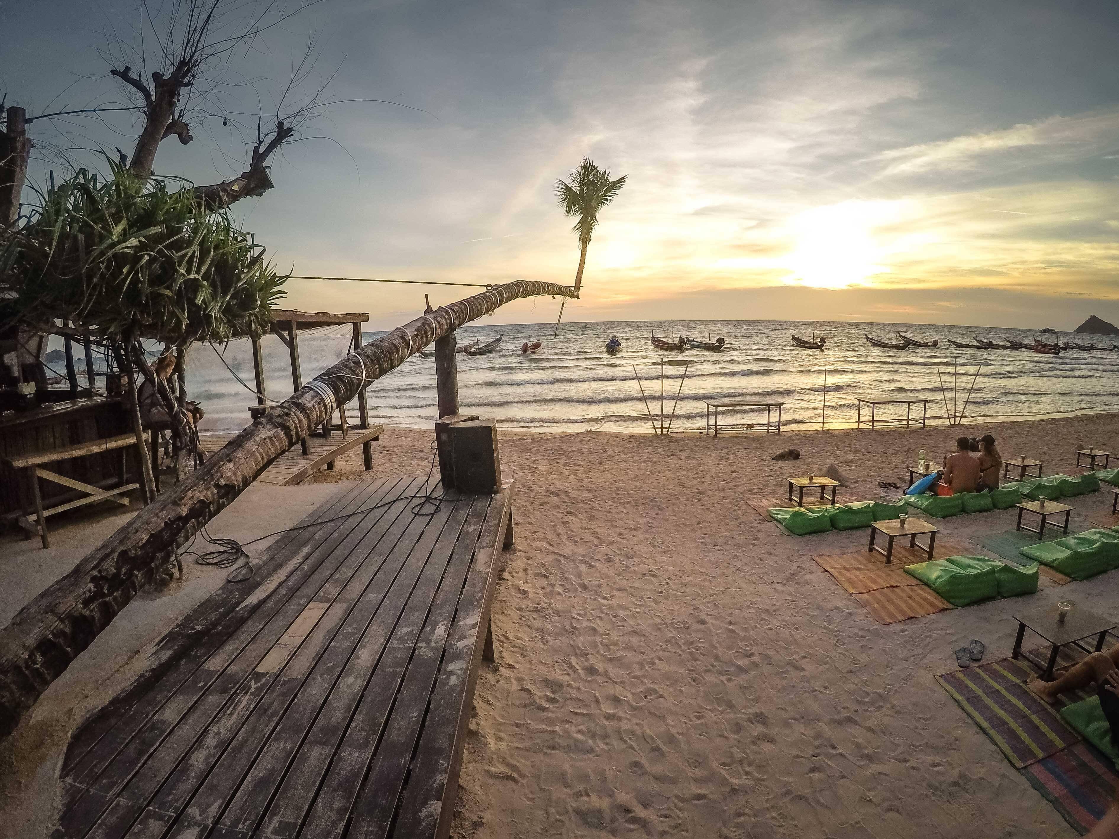 Koh Tao Sairee Beach - Sairee Beach e o famoso coqueiro no Lotus Bar