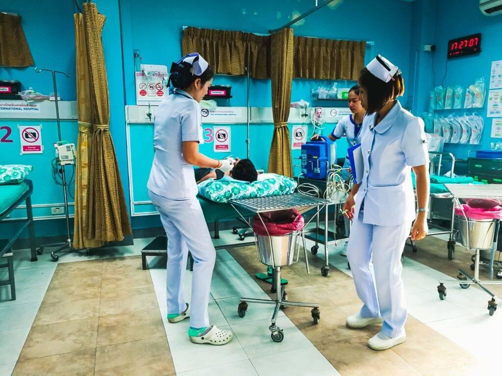 Emergência na Tailândia - batendo a cabeça indo parar no hospital em Koh Samui