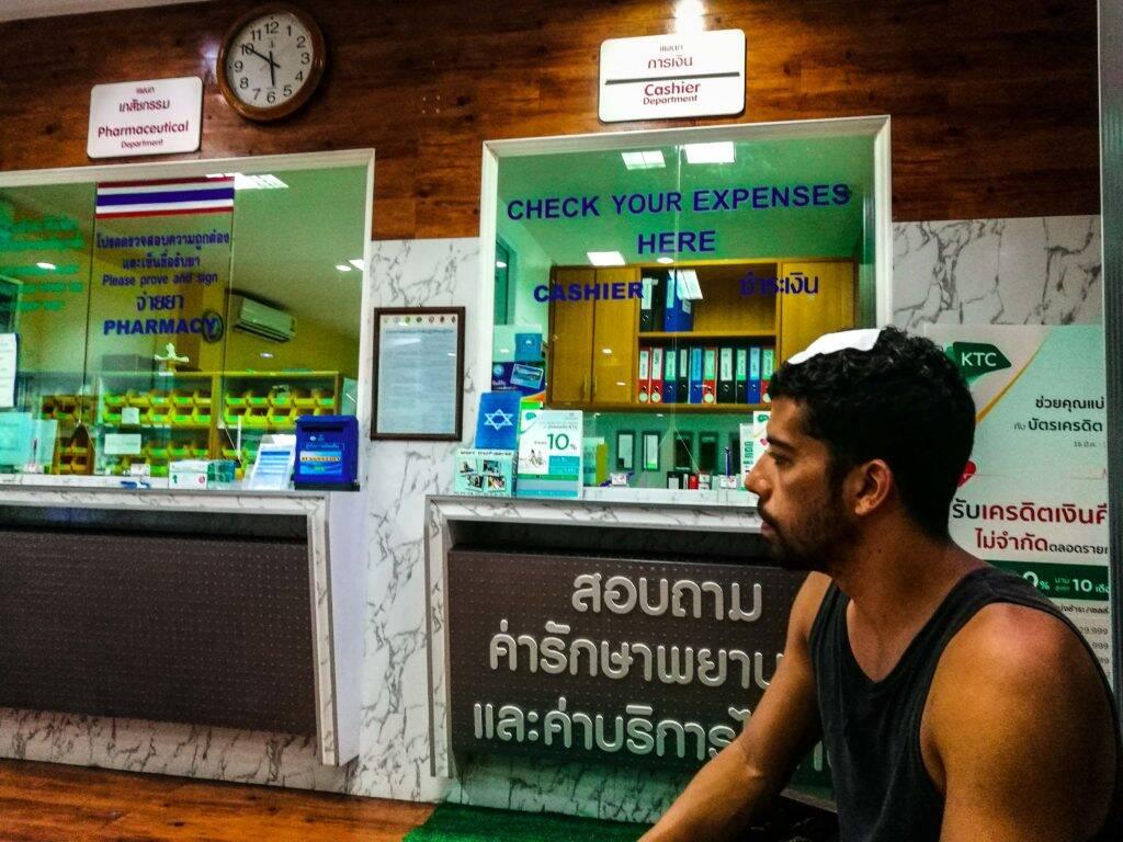Esperando a resposta do hospital em relação ao pagamento das despesas pelo Seguro Viagem World Nomads - emergencia na Tailândia