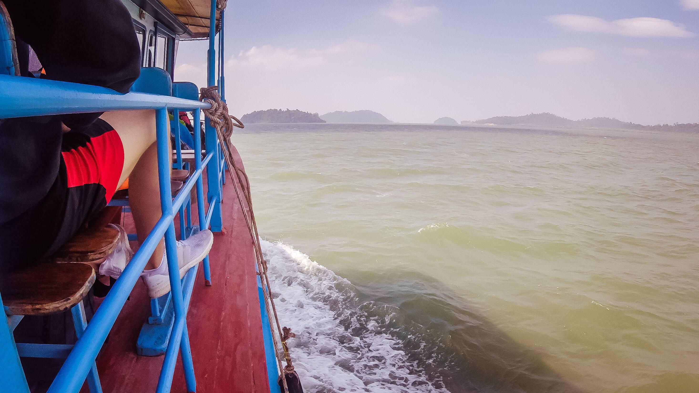 Ferry a caminho de Koh Phayam | Foto: Bruno Miguel/ Na Proa da Vida
