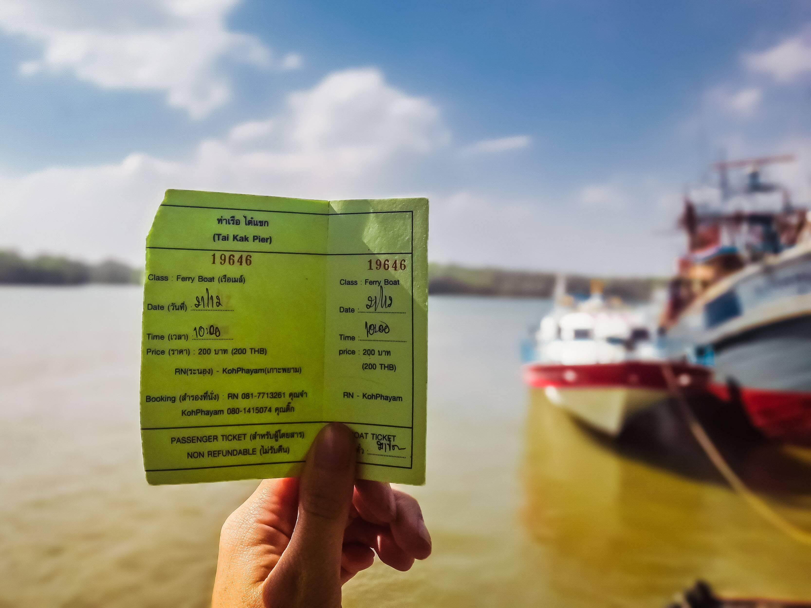 Bilhete do barco saindo do Tai Kak Pier em Ranong para Koh Phayam