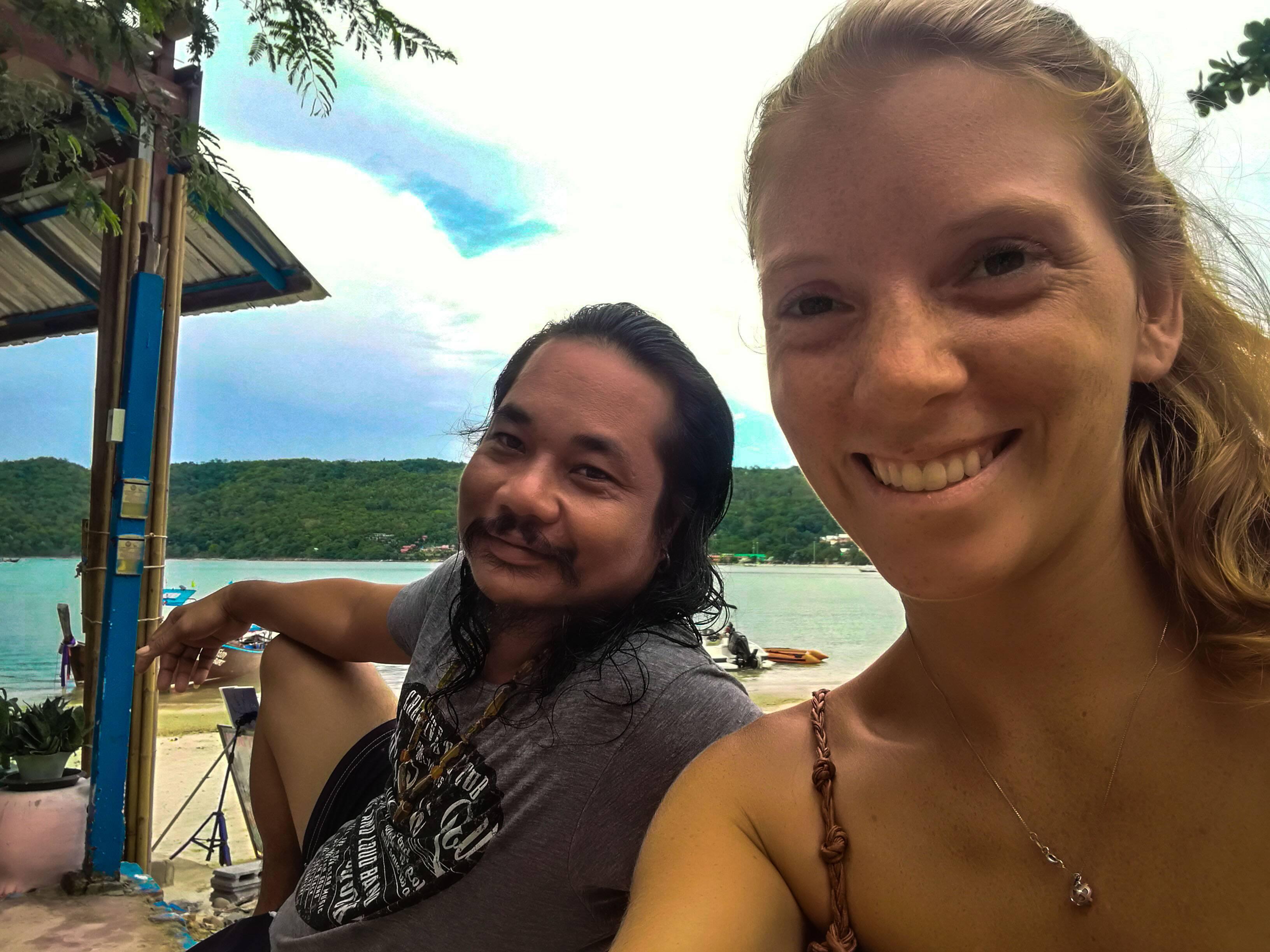 Nosso amigo Tony, tailandês que trabalha no Beachfront Restaurant