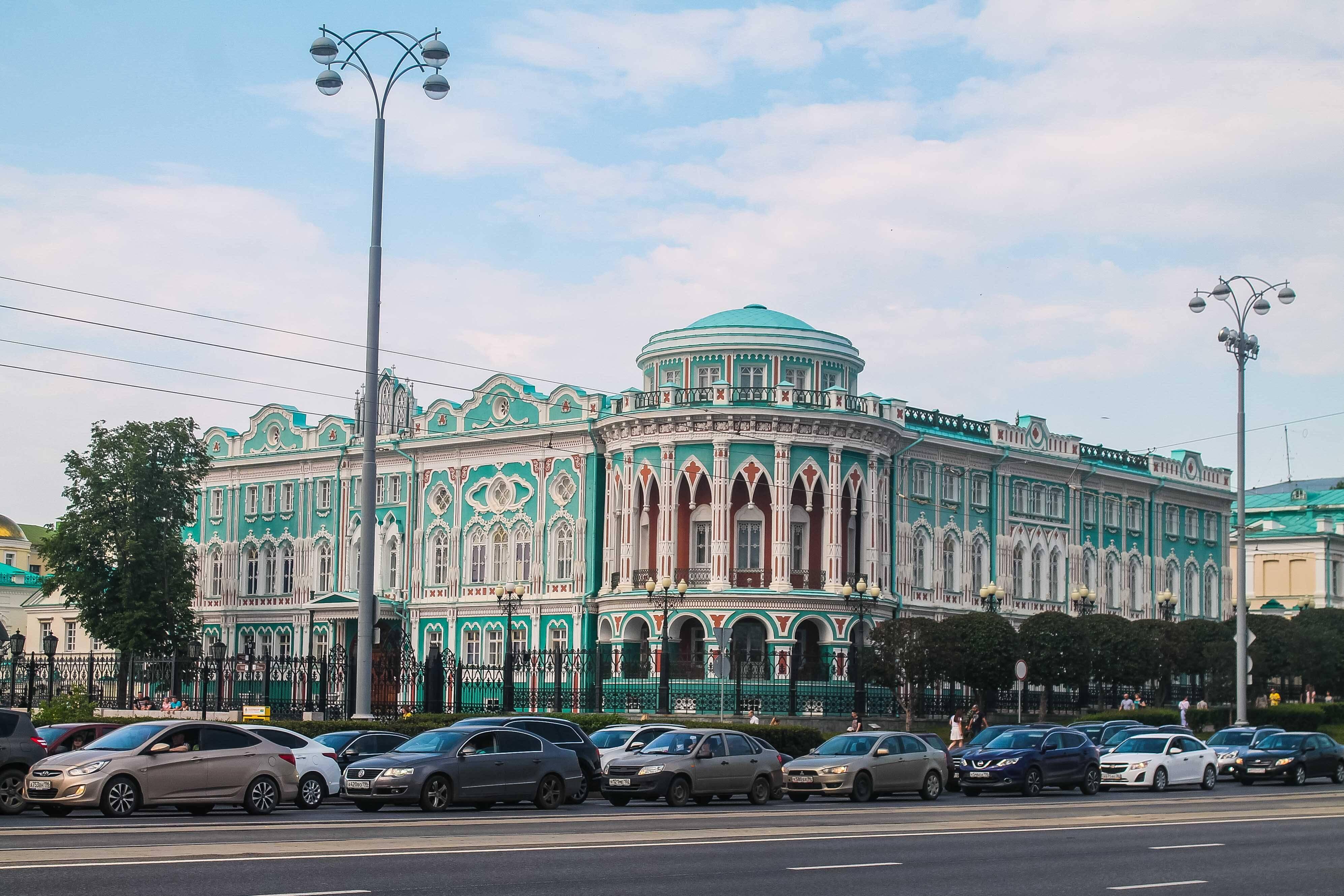 Existem países que o trânsito é INTENSO. A Rússia é um deles e não é recomendado alugar carro para grandes cidades da Europa.