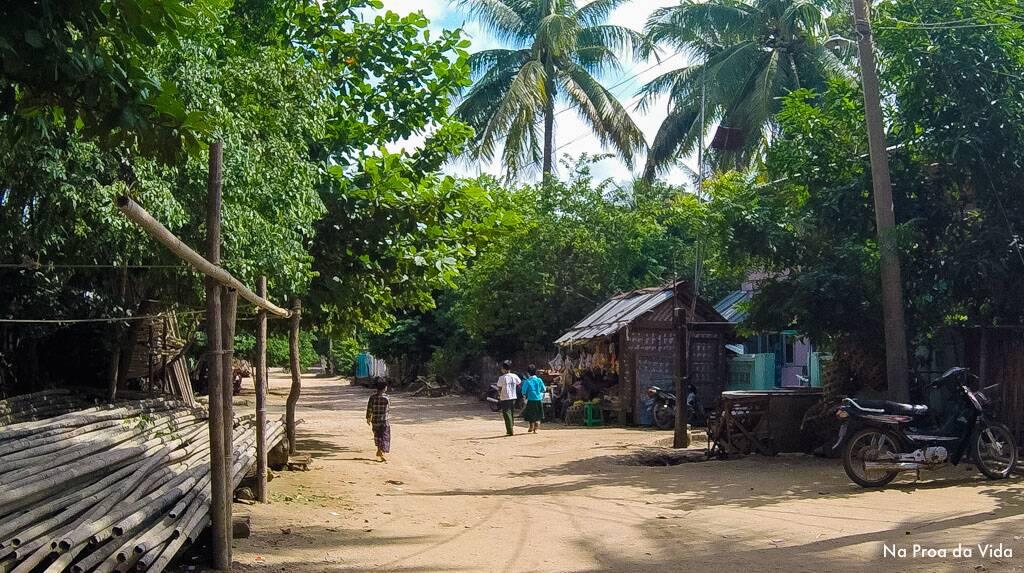 Um dos vilarejos e vida local de Bagan
